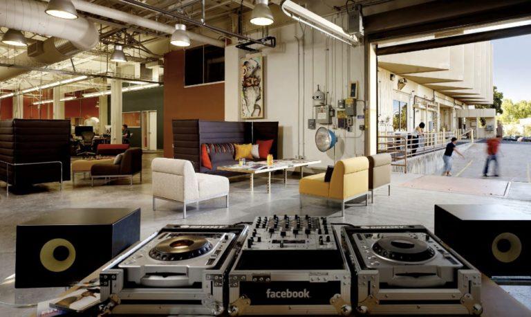 Mesa de DJ no Facebook