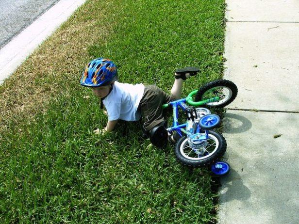 cair da bicicleta