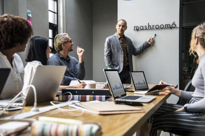 Como conduzir uma reunião de lições aprendidas de projeto?